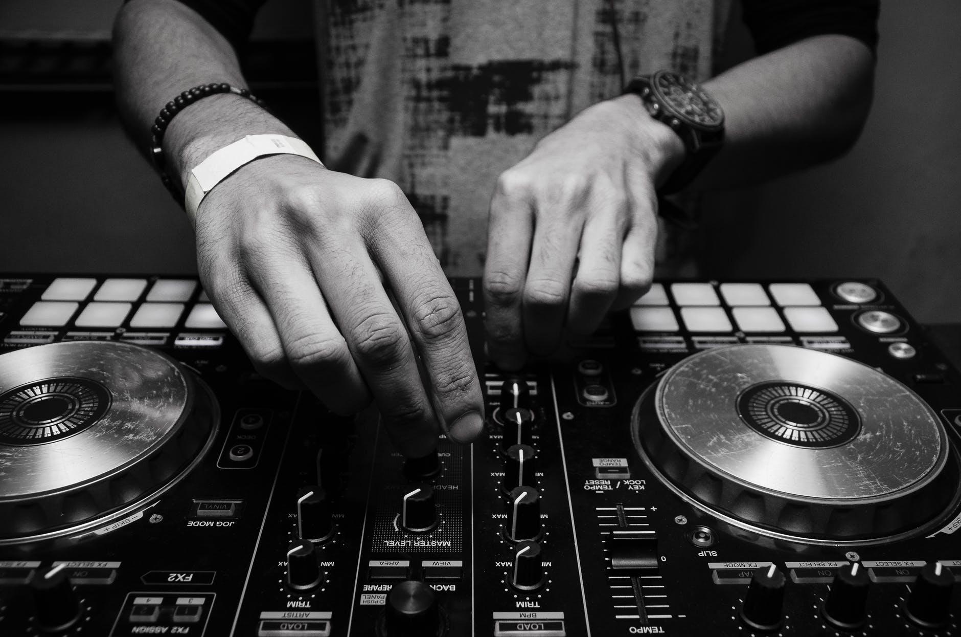 DJWebRadio lance un concours de DJ en ligne