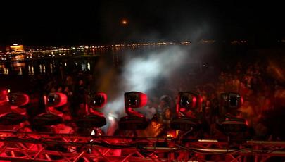 Les Plages Electroniques de Cannes, sous les DJ, la plage